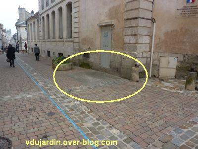 Négatif de voiture mal garée rue de la Cathédrale