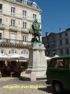 Monument à Jean Guiton à La Rochelle, 01, vu de loin