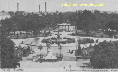 Carte postale ancienne, le monument aux morts d'Angers à son ancien emplacement