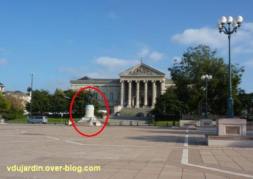 Angers, monument aux morts, 1, devant le palais de justice