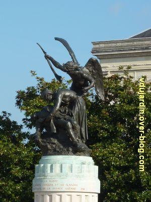 Angers, monument aux morts, 2, vue de la sculpture