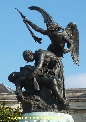 Angers, monument aux morts, 3, le groupe sculpté de plus près