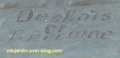 Angers, monument aux morts, 4, signature du sculpteur Desbois