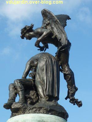 Angers, monument aux morts, 6, vue de côté
