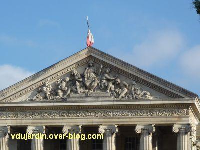 Angers, palais de justice, 2, fronton sculpté