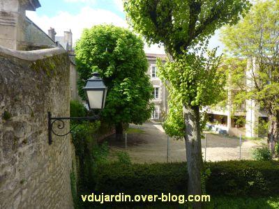 Poitiers, le clos Saint-Hilaire, 4, l'ancienne cour haute de l'institution