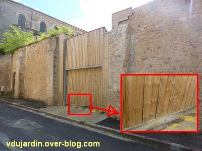 Poitiers, le clos Saint-Hilaire, la porte de garage