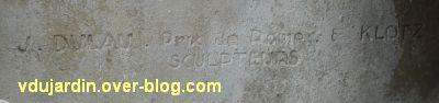 Niort, les monuments à la résistance, 2, signature sur le monument aux soldats sans uniforme