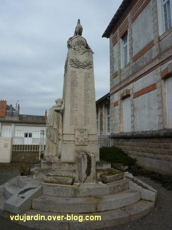 Monument aux morts du Marchioux à Parthenay, 2, vue générale