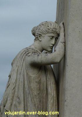 Monument aux morts du Marchioux à Parthenay, 4, la tête de la République