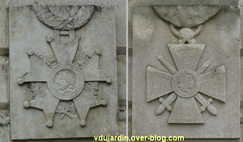Monument aux morts du Marchioux à Parthenay, 7, croix de guerre et légion d'honneur