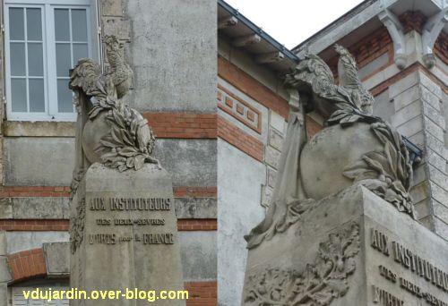 Monument aux morts du Marchioux à Parthenay, 8, le coq au sommet du monument