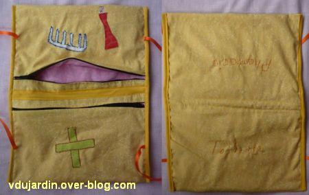 Une pochette de voyage pour Zazimuth, ouverte, recto et verso