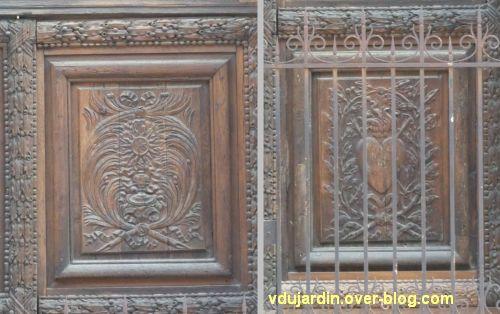 Poitiers, portail des Augustins, 6, détail de deux panneaux sculptés de la porte