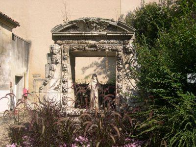 le monument reliquaire de Sainte-Victoire-Maroze à Poitiers