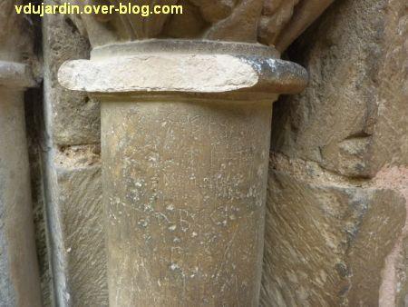 Poitiers, le tombeau de Constantin de Melle, deux début d'alphabet et un jeu de mérelle