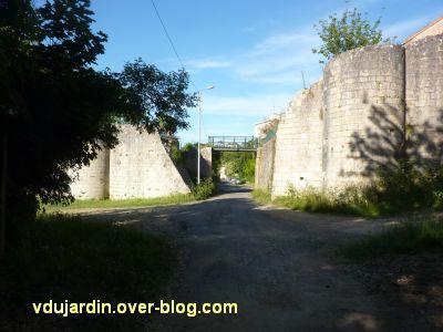 Poitiers, chemin du tram, 2, percée dans le rempart