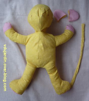 Un lion jaune et rose, 5, l'assemblage avant la crinière