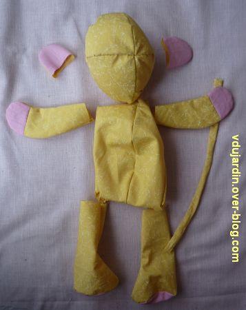 Un lion jaune et rose, 4, assemblage du corps
