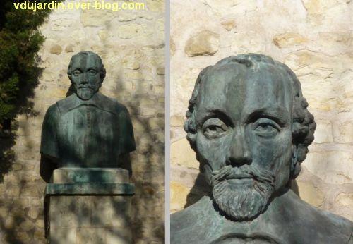 Le musée Théophraste Renaudot à Loudun, 2, le buste dans la cour
