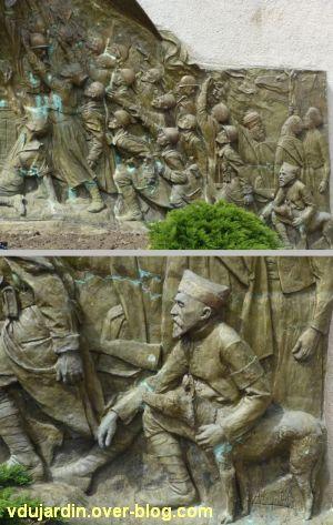 Monument aux morts de Skikda/Philippeville à Toulouse, 6, deux vues du côté droit, dont un chien