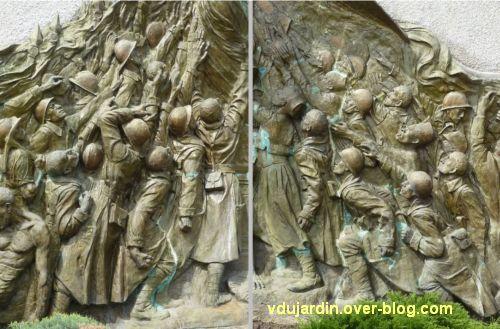 Monument aux morts de Skikda/Philippeville à Toulouse, 7, deux groupes de soldats
