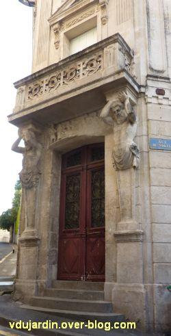 Niort, maison de la peste, 2, la porte
