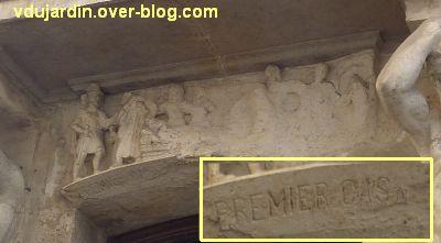 Niort, maison de la peste, 5, le relief sur la peste