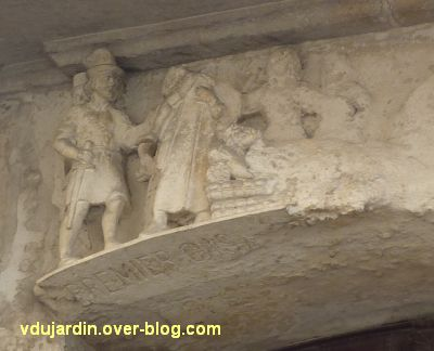 Niort, maison de la peste, 6, le relief sur la peste, détail de la partie gauche