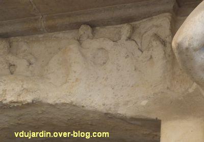 Niort, maison de la peste, 7, le relief sur la peste, détail de la partie droite