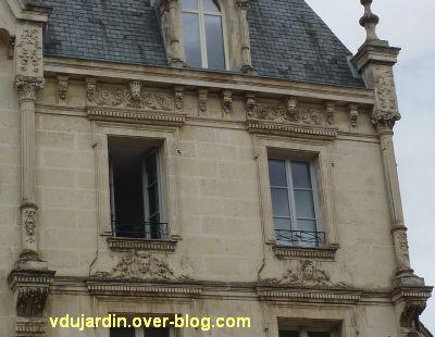Poitiers, 3 rue Victor Hugo, 7, travées droites de la façade