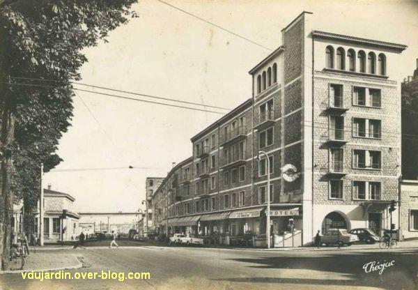 Poitiers, les hôtels de la gare, carte postale ancienne, 4, après reconstruction vers 1950