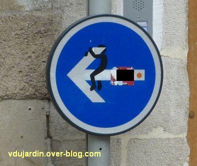 Poitiers, fin mai 2012, 2, panneau rigolo en haut de la Grand'Rue