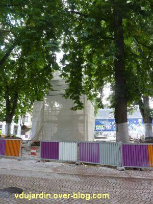 Poitiers, le monument aux morts de 1870 emballé (juin 2012)