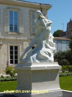 Héro et Landre par Pierre Laurent à La Rochelle, 3, vue de face