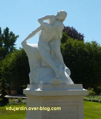 Héro et Landre par Pierre Laurent à La Rochelle, 4, vue de trois quarts