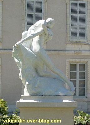 Héro et Landre par Pierre Laurent à La Rochelle, 6, vus de côté