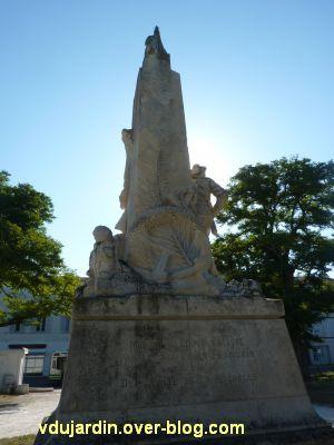 La Rochelle, monument aux soldats et marins, 8, de dos