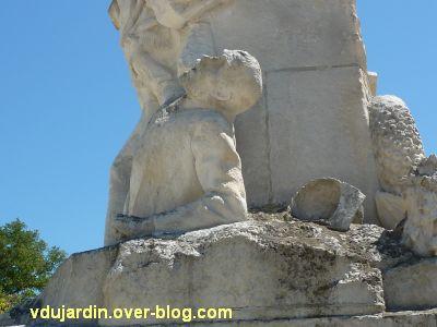 La Rochelle, monument aux soldats et marins, 10, détail du marin mourant