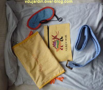 l'ensemblde de voyage pour Zazimuth, T-shirt, masque, ceinture et pochette
