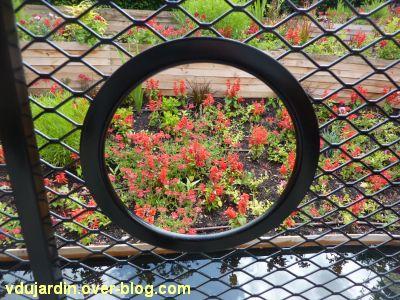 Chaumont-sur-Loire, festival des jardins 2012, jardin 3, à travers la grille