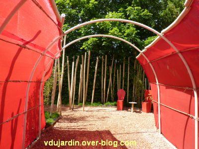 Chaumont-sur-Loire, festival des jardins 2012, jardin 12, 2, tunnel rouge