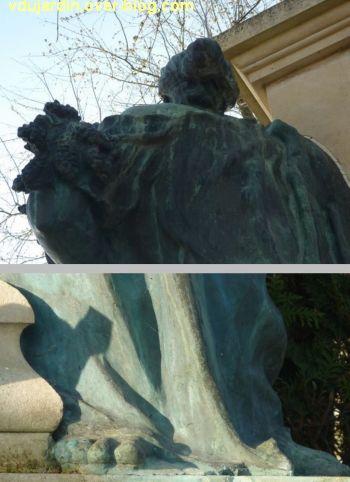 Le monument aux morts de Loudun, 7, de dos (en haut) et un pied nu (en abs)