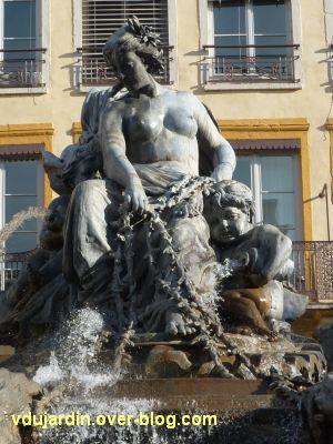 La fontaine Bartholdi à Lyon, 4, l'allégorie conduisant le char, vue de face