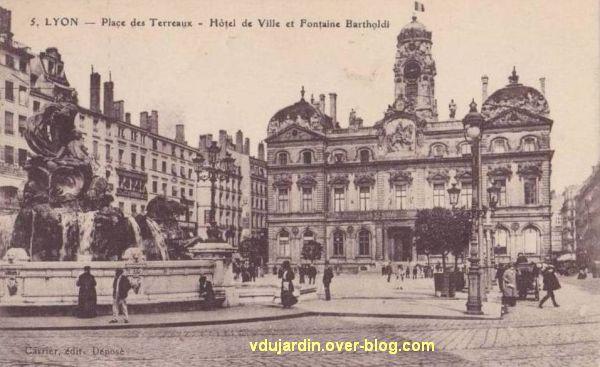 La fontaine Bartholdi à Lyon, sur une carte postale ancienne
