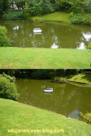 Nantes 2012, l'art au jardin des plantes, 3, voiture dans le bassin