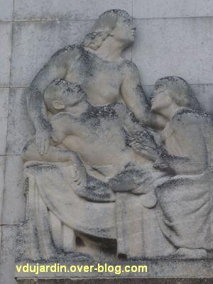 Niort, le relief de l'hôpital, 2, la partie gauche