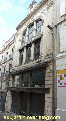 Niort, magasin de 1898 près du pilori, 1, la façade