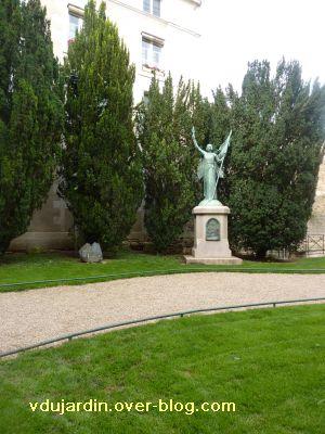 Poitiers, Jeanne-d-Arc de Real del Sarte, 01, de loin