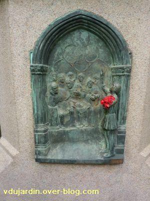 Poitiers, Jeanne-d-Arc de Real del Sarte, 06, le bas-relief en bronze